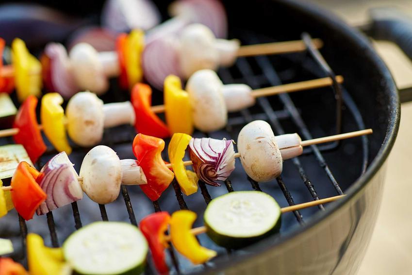 Szaszłyki z tanich sezonowych warzyw na grilla, a także tanie jedzenie z grilla krok po kroku, czyli tanie przepisy na grilla