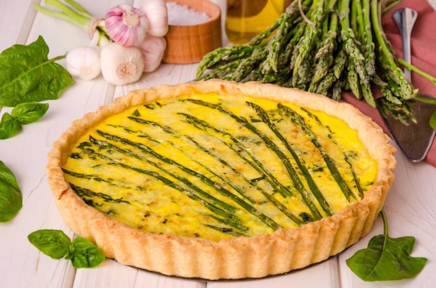 Tarta ze szparagami w foremce do tart, a także najlepsze, szybkie i smaczne przepisy na tartę ze szparagami