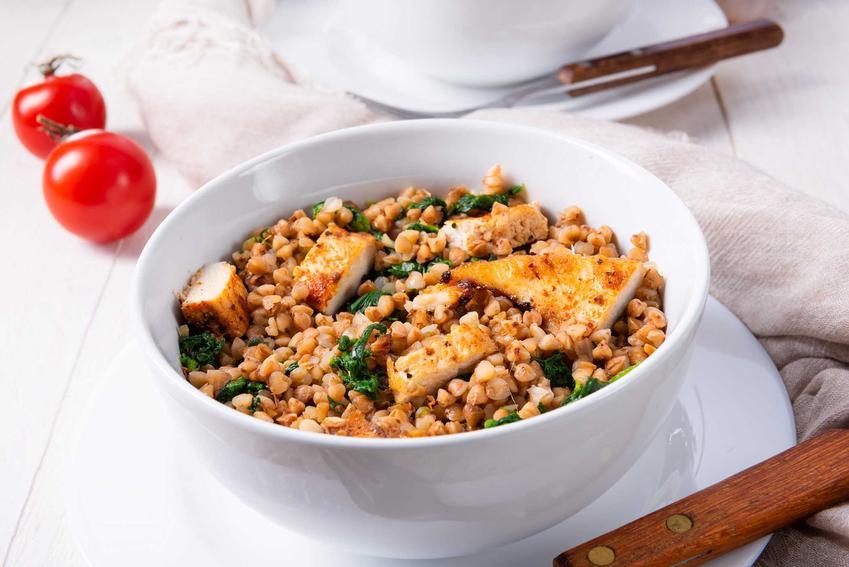 Kaszotto z kurczakiem w ozdobnej miseczce, a także inne przepisy na kaszotto z kurczakiem, szybkie i smaczne receptury