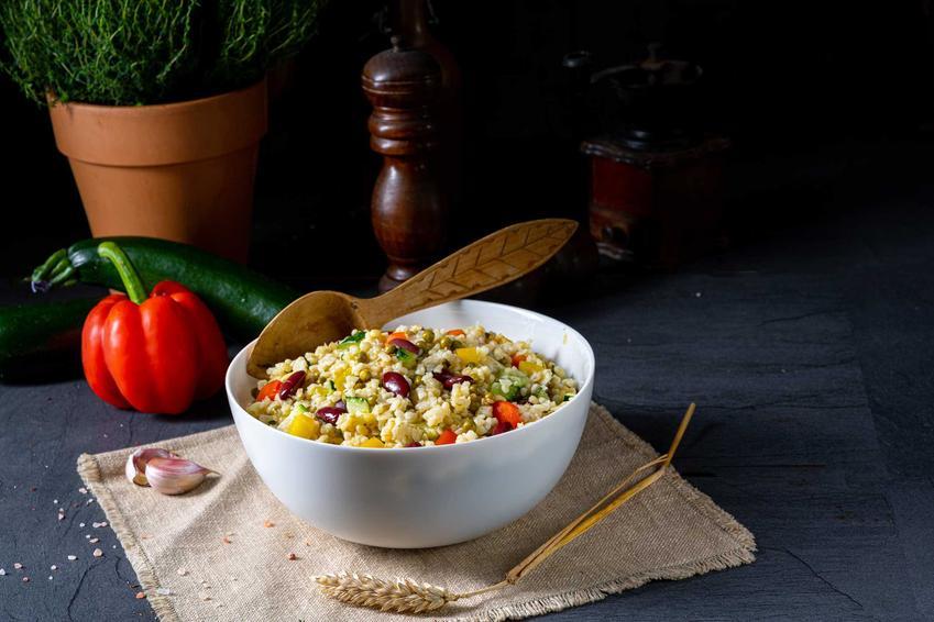 Kaszotto z warzywami w niewielkiem miseczce, a także 3 szybkie przepisy na kaszotto z warzywami krok po kroku