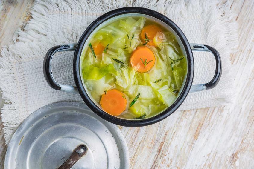 Zupa z kapusty i marchewki w garnuszku, a także dieta kapuściana krok po kroku, zasady, przepisy oraz skuteczność