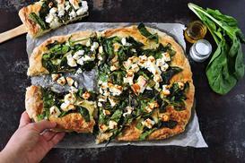 Pizza ze szpinakiem - 3 proste przepisy na domową pizzę