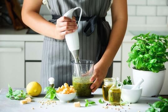 Blendowanie - opis metody, wykorzystanie w kuchni, porady praktyczne