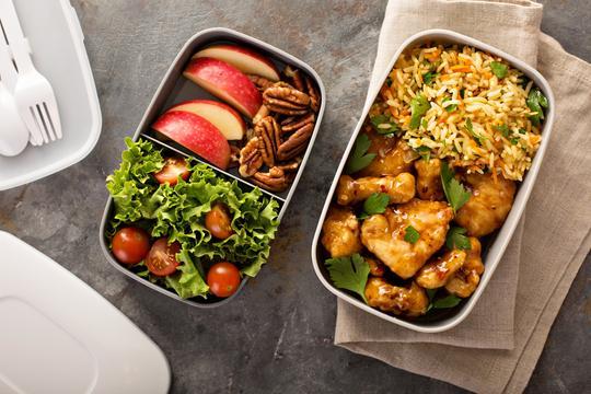 Jak przygotować lunch box? Najlepsze przepisy na dania na wynos