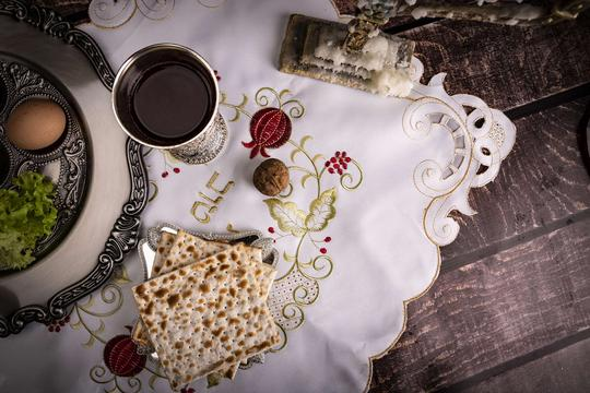 Kuchnia żydowska - charakterystyka, tradycyjne potrawy, przepisy, ciekawostki