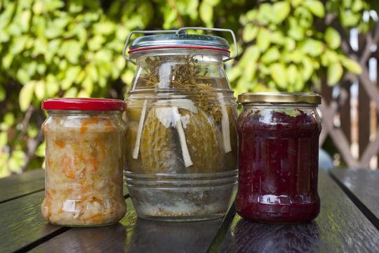 Warzywa marynowane i konserwowe – przepisy, wykonanie, porady