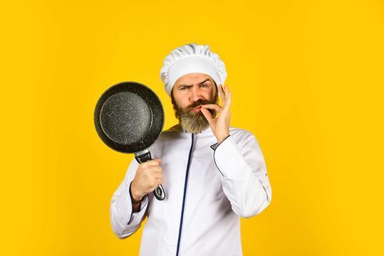 Smażenie bez użycia tłuszczu - opis metody, porady kucharzy