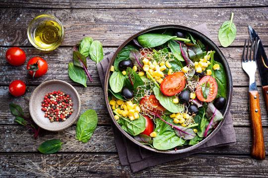 Przepisy na sałatki - jak skomponować idealną i zdrową sałatkę?