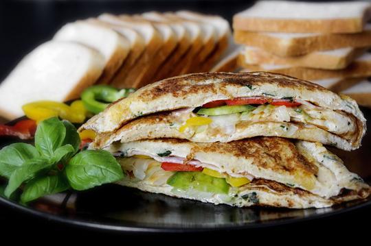 Przepisy na tosty - zobacz, jak zrobić pyszne tosty krok po kroku