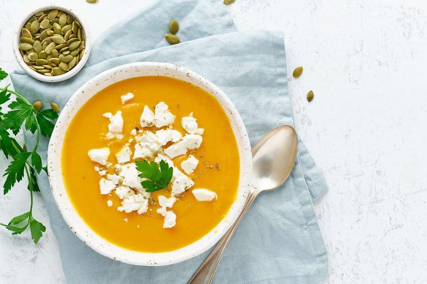 Zupa z dyni piżmowej z suszonymi pomidorami i serem feta