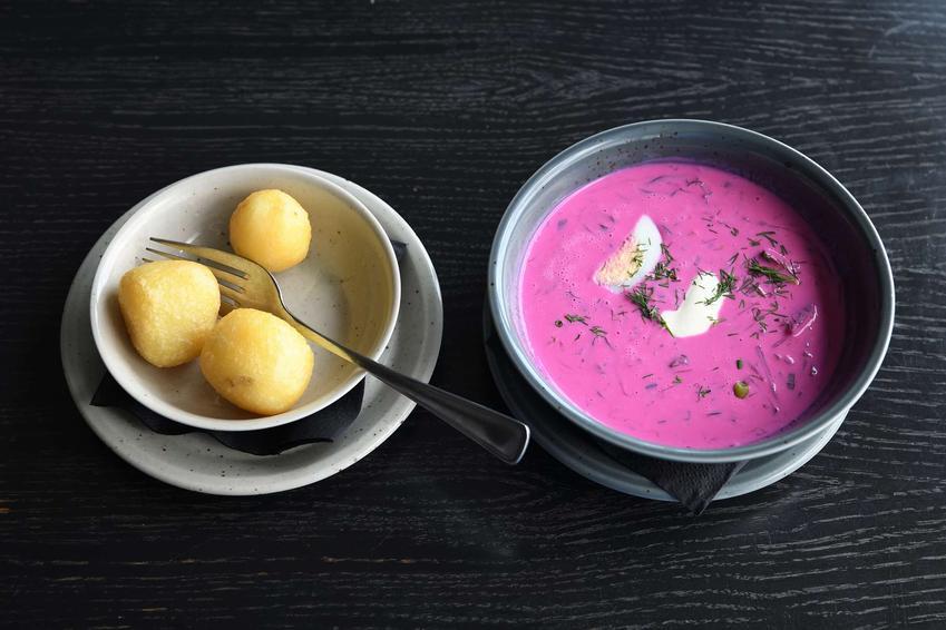 Wiosenna zupa z botwiny z ziemniakami i jajkiem