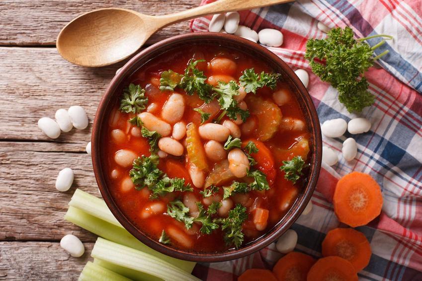 Zupa fasolowa tradycyjna