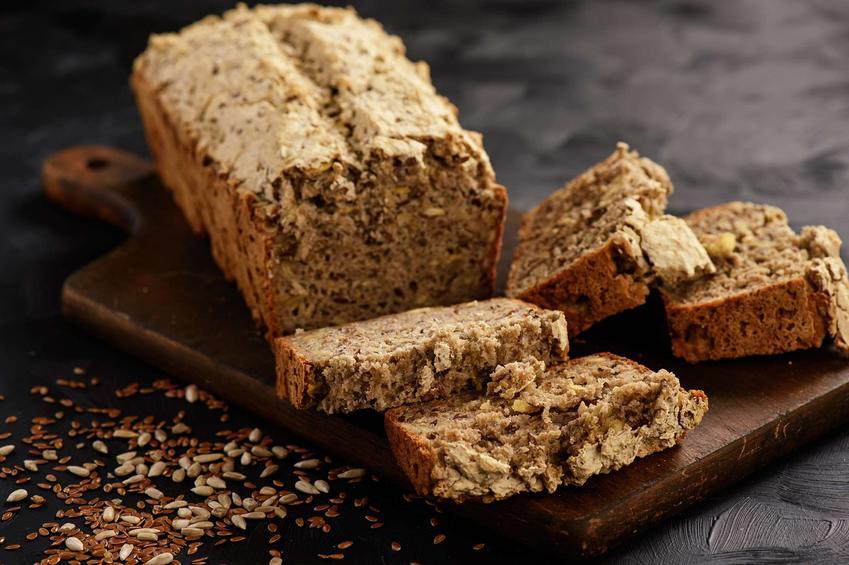 Chleb owsiany pokrojony na kromki.
