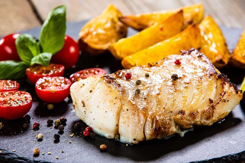 ryba pieczona z pomidorkami i ziemniakami