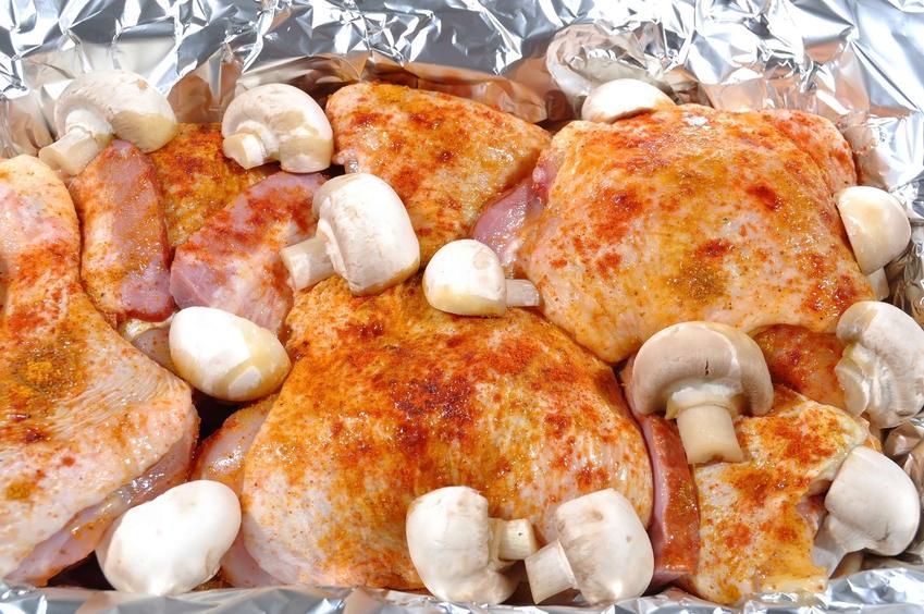 kurczak w przyprawach pieczony z pieczarkami