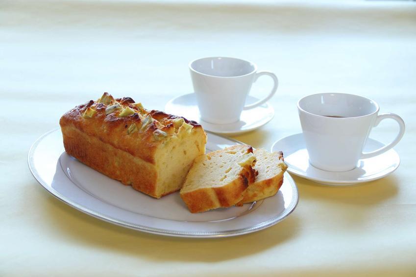 Ciasto z batatów podane na półmisku.