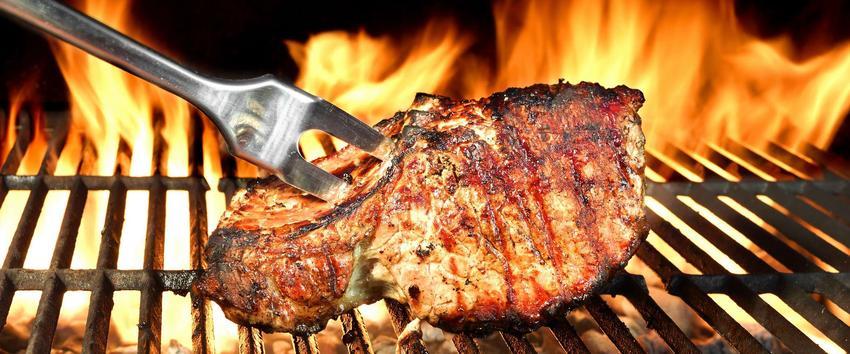 Schab grillowany na grillu.