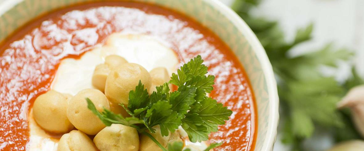 Pomidorowa zupa rybna z dorsza