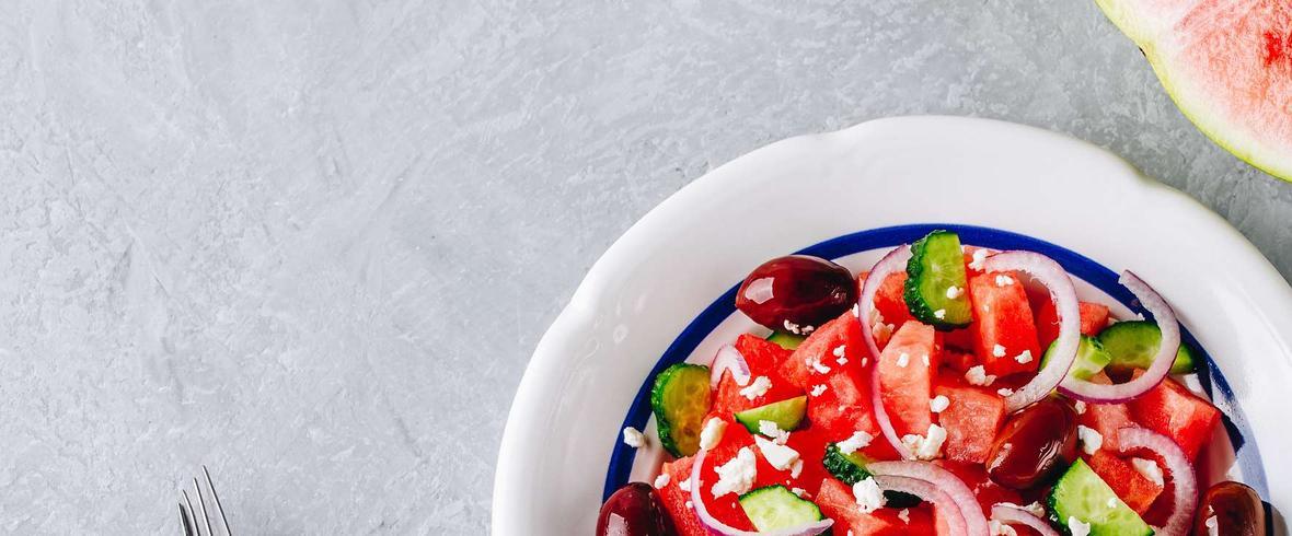 Sałatka z arbuza i fety w stylu greckim