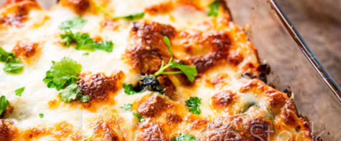 Zapiekanka makaronowa z szynką, serem i kukurydzą