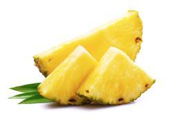 Sałatka z selera naciowego z ananasem