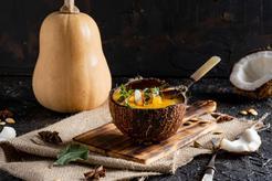 Zupa z dyni piżmowej z kokosową nutką i grzankami z tofu