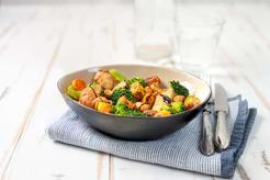 Sałatki z brokułami i kurczakiem