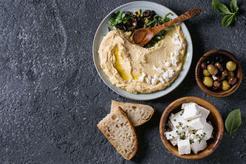 Hummus z suszonymi pomidorami i oliwkami bez tahini