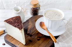 Sernik na zimno z mascarpone kawowy z białą czekoladą