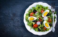 Sałatka z fetą i jajkami