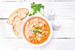 Zupa grochowa na żeberkach