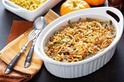 Zapiekanka z fasolką szparagową, makaronem i mięsem mielonym