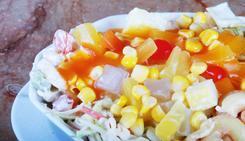 Sałatki z makaronem ryżowym