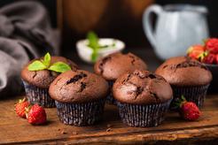 Muffinki czekoladowe z truskawkami