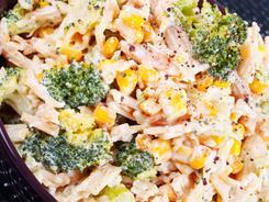 Sałatka z brokułów i makaronu