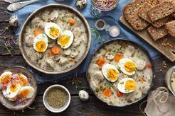Żur z kiełbasą i jajkiem