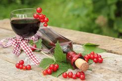 Wino z czerwonej porzeczki